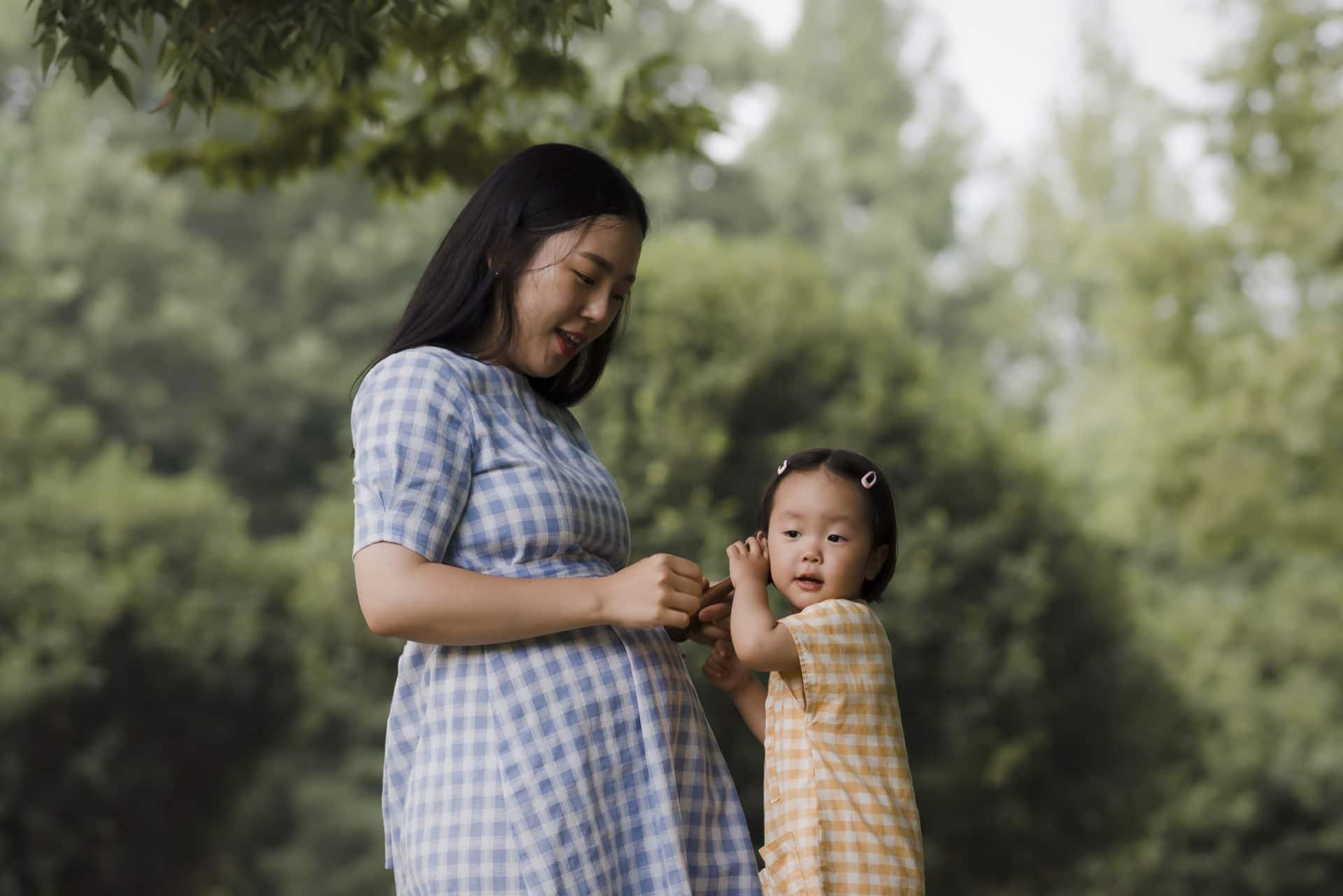 Schwangere Mutter und Kind